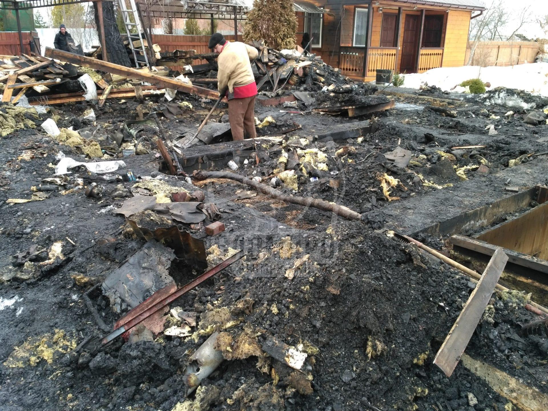 Сбор мусора после пожара Ступинский район