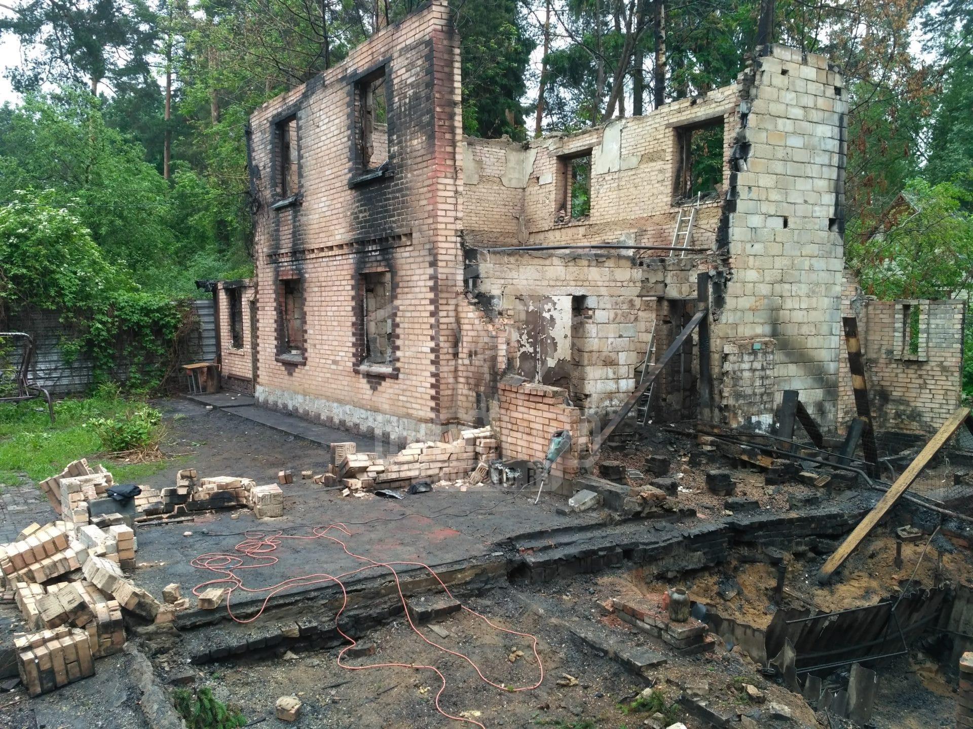 Общий вид дома после пожара