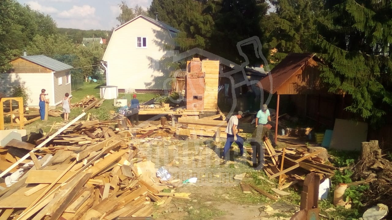 Процесс слома каркасного дома