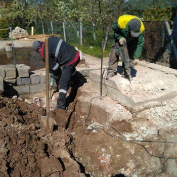Ручной демонтаж бетонного фундамента