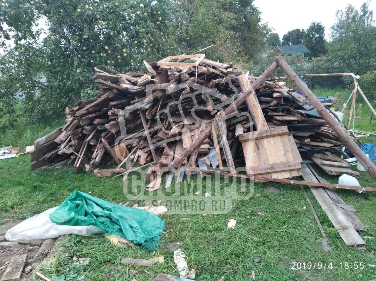 Складирование деревяшек после демонтажа