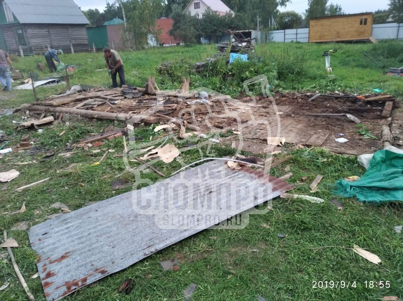Разборка деревянного сарая