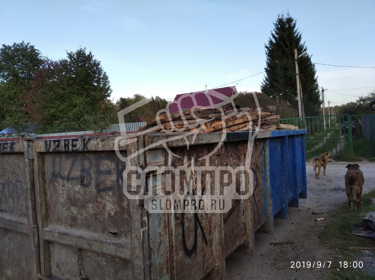 укладка строительного мусора в контейнер