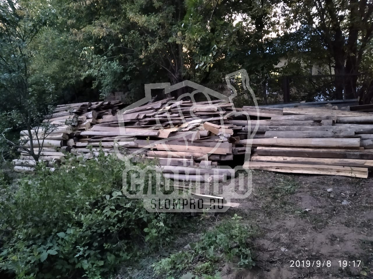 Складировали бревна на дрова