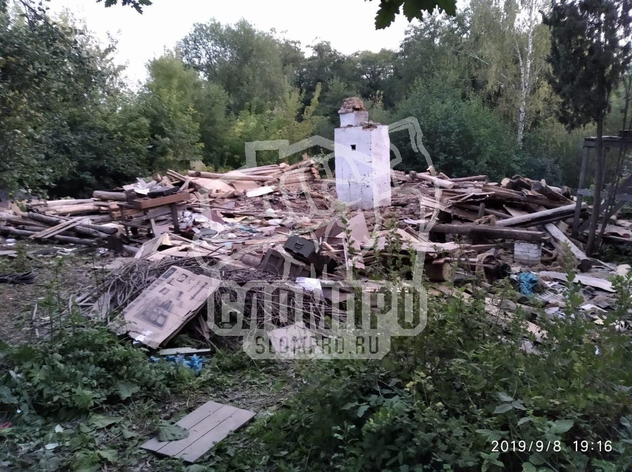 В процессе демонтажа бревенчатого дома
