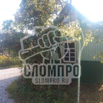 Начало демонтажа деревянного дома в Ступино