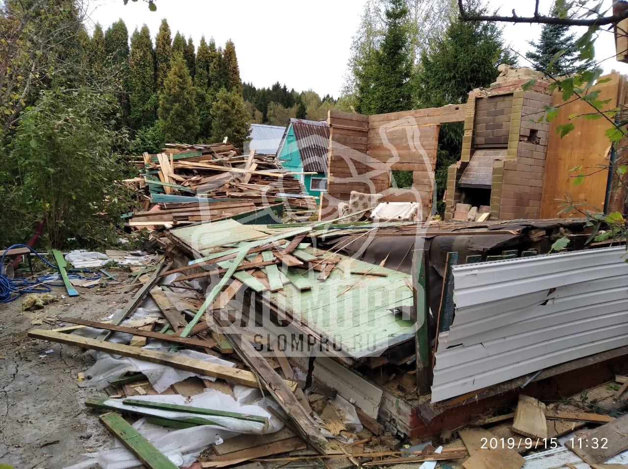 В середине демонтажа каркасного дома