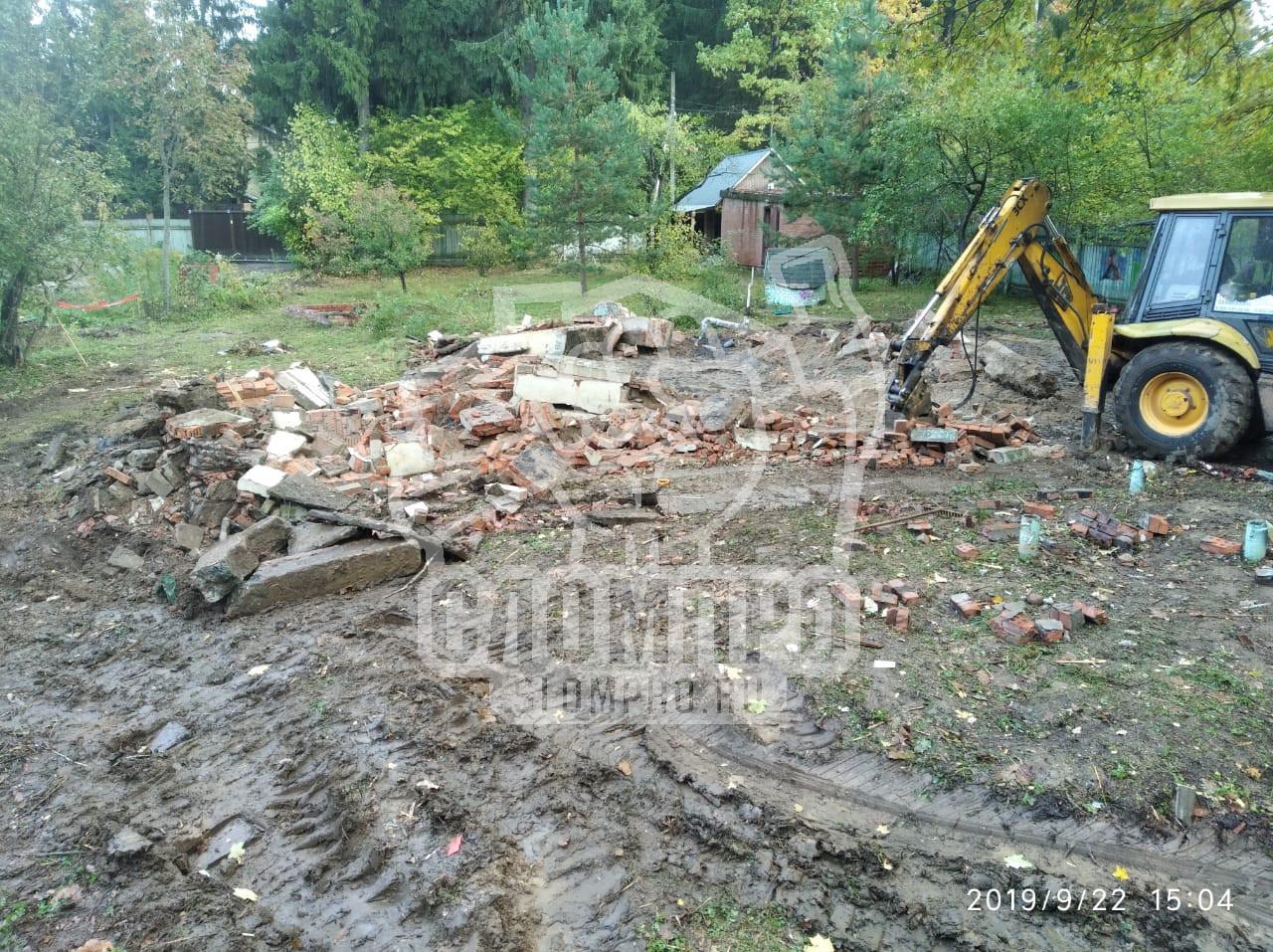 Демонтируем фундамент большого деревянного дома