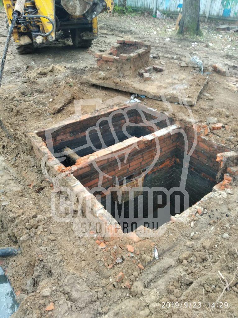 Демонтаж кирпичной выгребной ямы