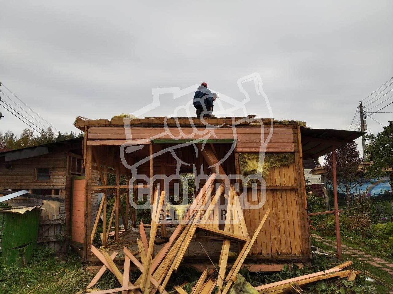 Сломали крышу и часть стен