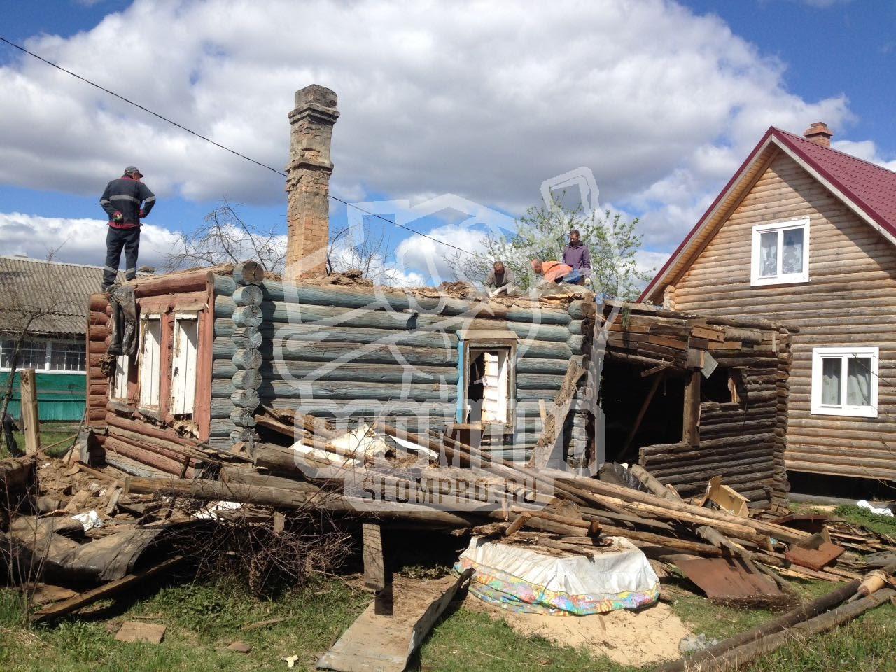 Слом бревенчатого дома, процесс подготовки к демонтажу первого этажа