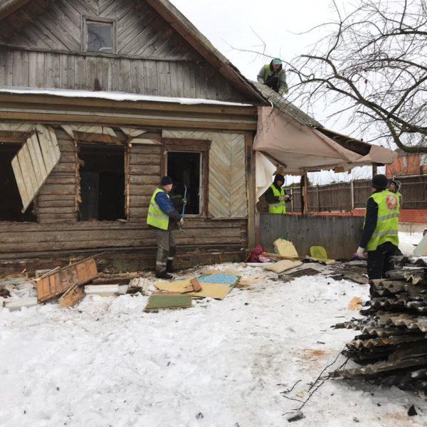 Производим демонтаж старый деревянный дом